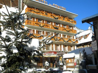 Hotel Le Centre Winter exterior view