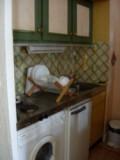 vue-de-la-cuisine-avec-lave-linge-et-refrigerateur-6692177